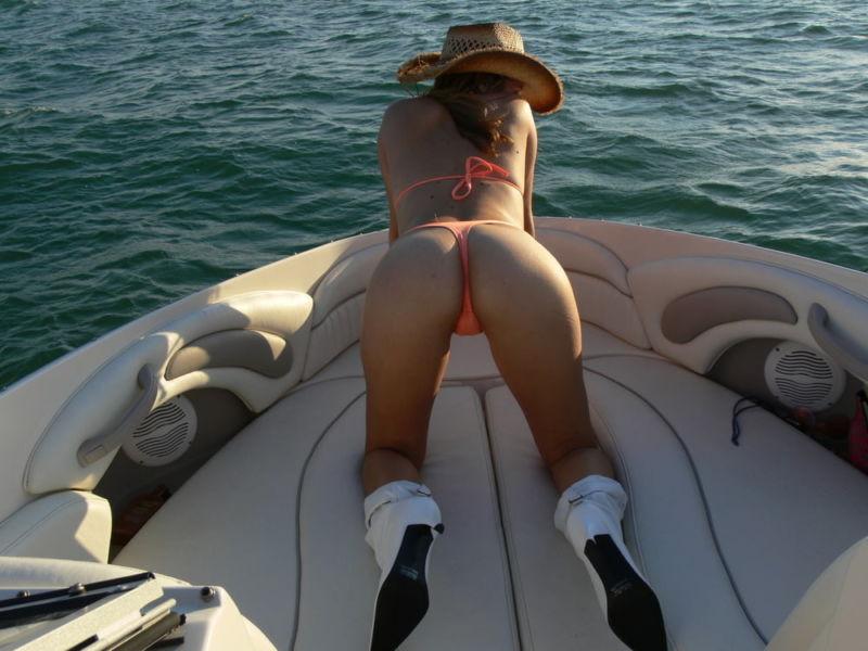 Секс в лодке