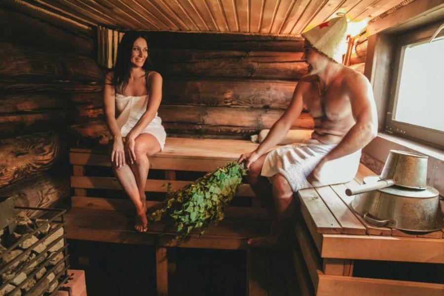 Секс в сауне