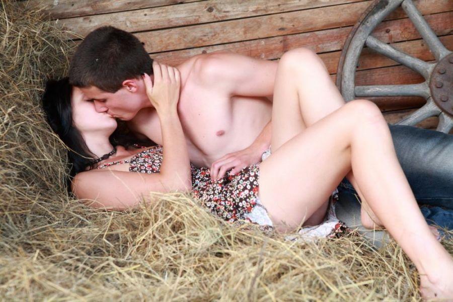 Секс на сене